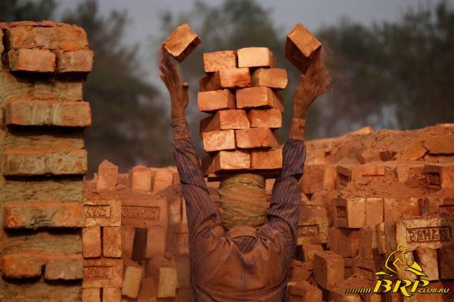 5230405-R3L8T8D-650-brickworker.jpg