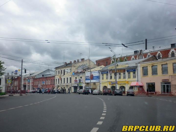 Проезжая через центр Ярославля сфотографировали перекресток.jpg