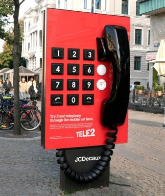 tele2-giant-phone-sweden-600x713.jpg