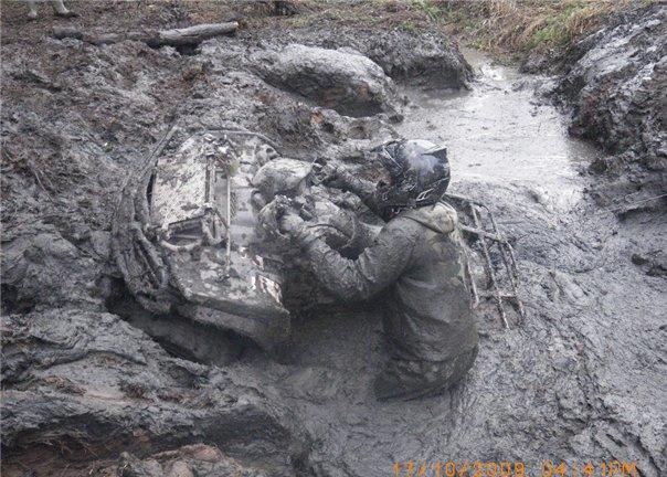 квадроцикл в грязи.jpg