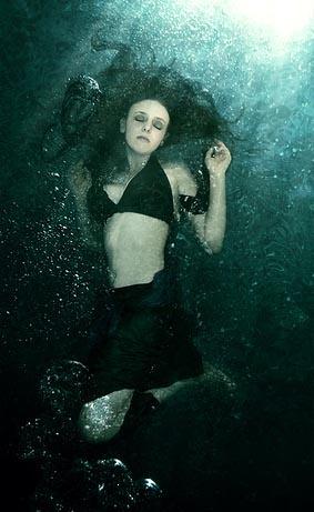 girl-under-water.jpg