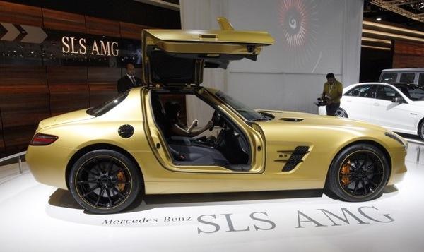 dubai_motor_show_mercedes_sls_amg_gold3.jpg