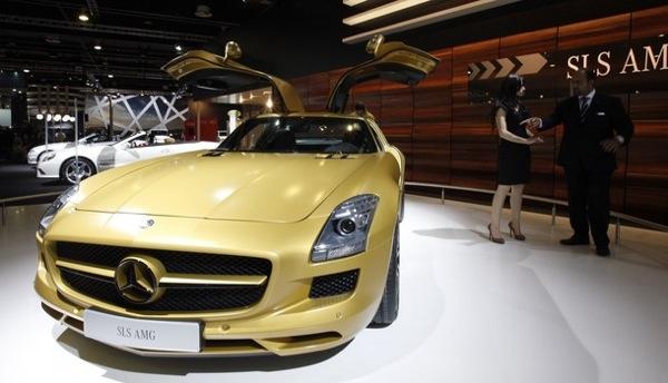 dubai_motor_show_mercedes_sls_amg_gold2.jpg